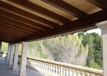 Einsparung von Stützpfeilern durch Tausch der Holz-Querträger mit Eisen-Querträgern für bessere Sicht - Vorher